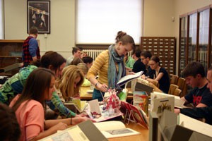 Students from Sean Franzel's class doing research in Special Collections