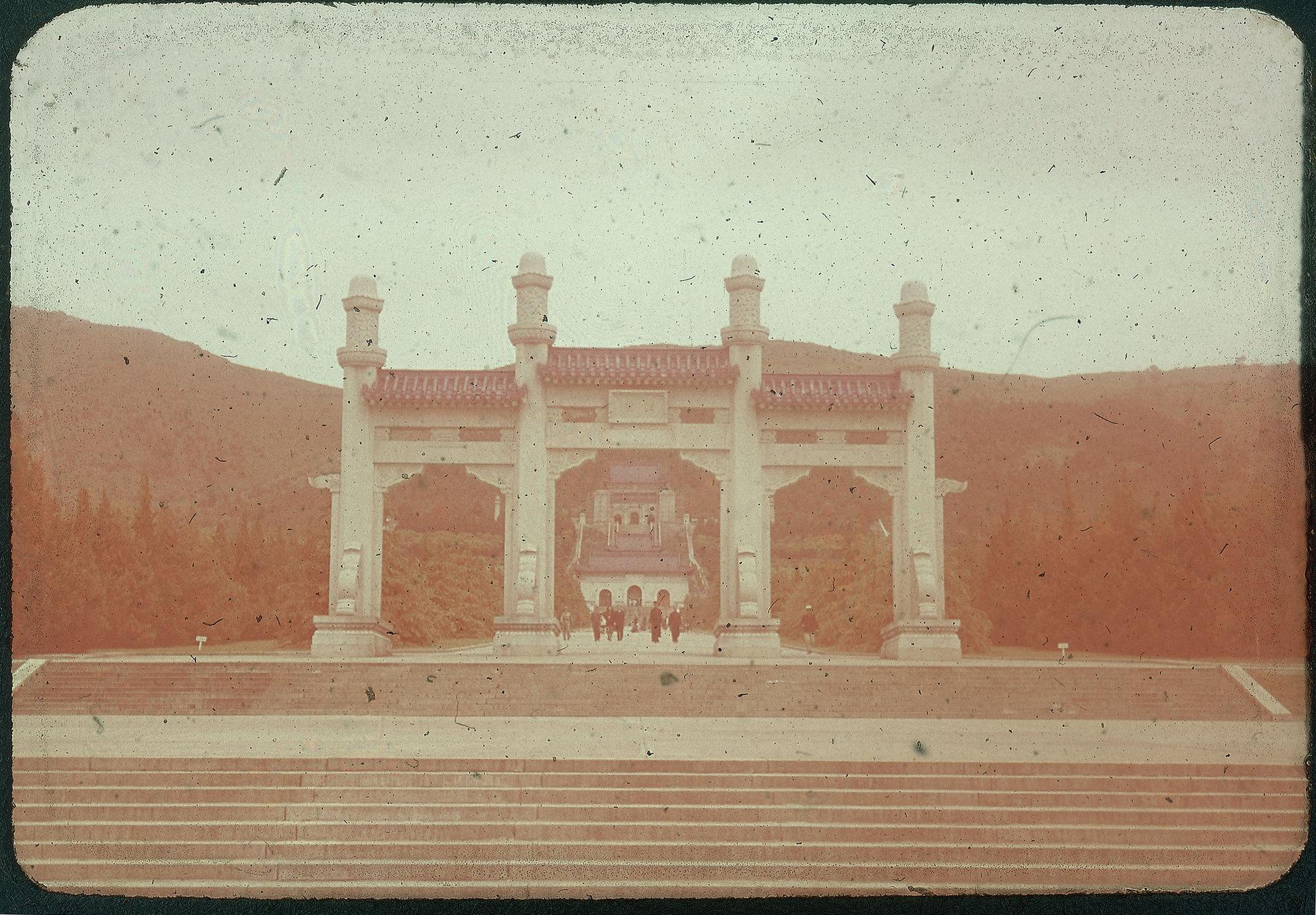 Hiller 09-035: Sun Yat-sen Mausoleum in Nanking 1