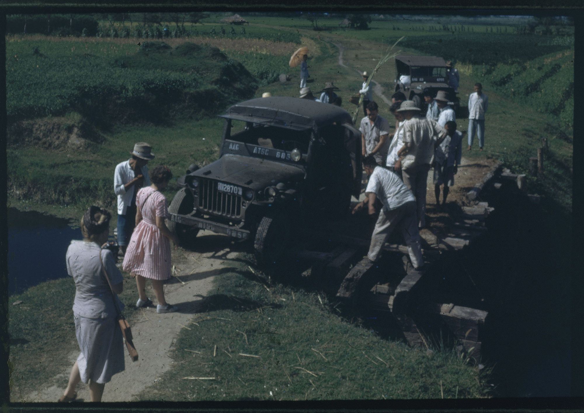 Hiller 09-087 : Jeep stuck in country road