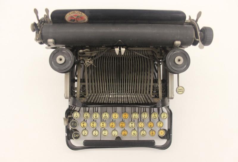 Typewriter_2.JPG