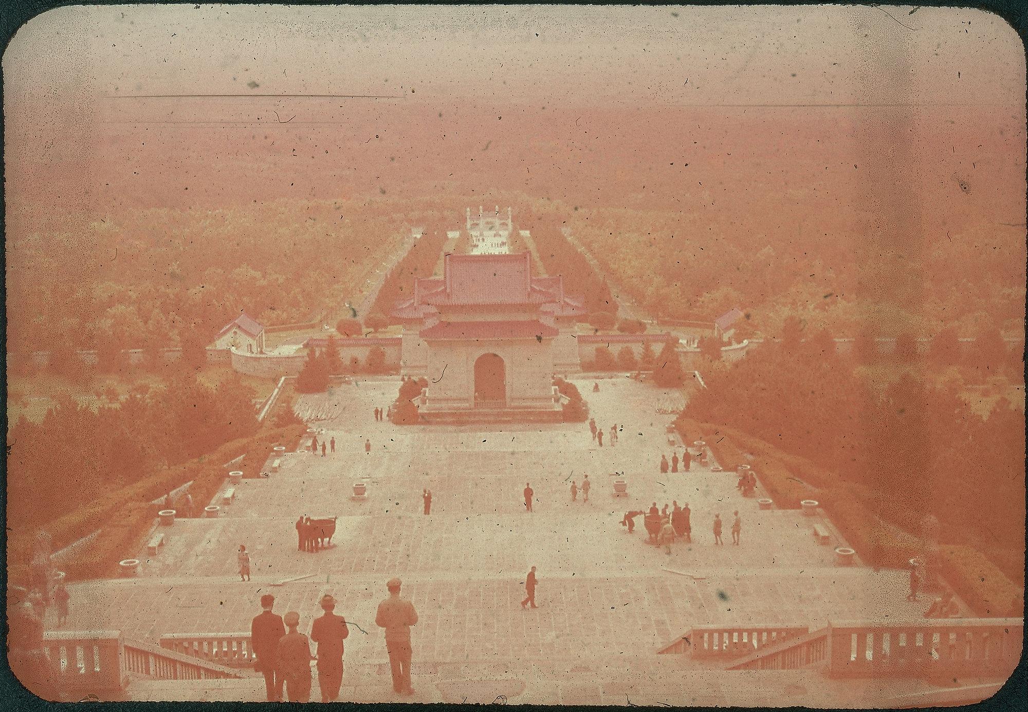 Hiller 09-040: Overlooking Sun Yat-sen Mausoleum