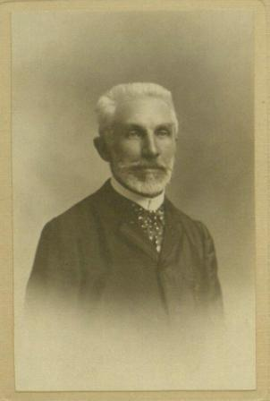 Photograph of Jacques Flach.