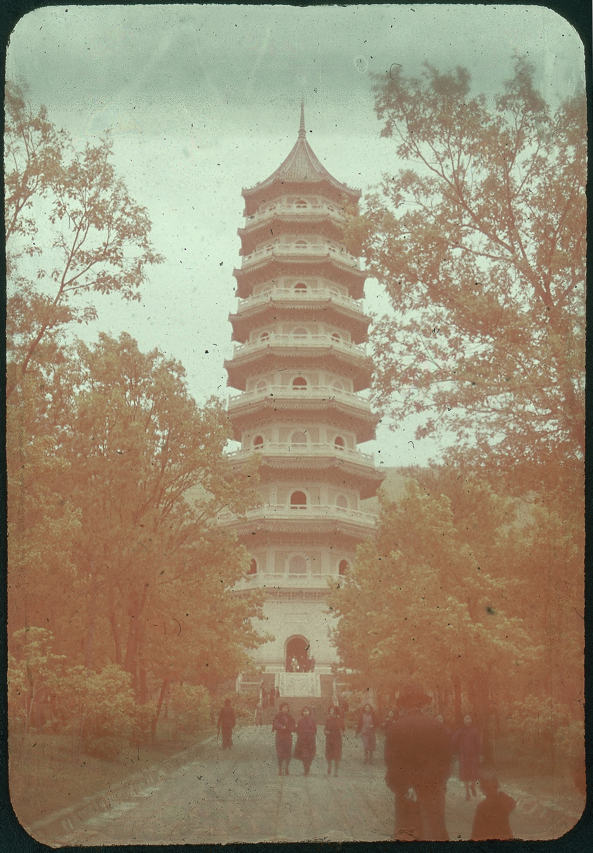 Hiller 09-047 : Linggu Pagoda in Nanking