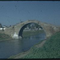 Hiller 09-102 : A stone arch bridge