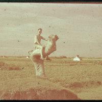 Hiller 09-096 : A man in a field